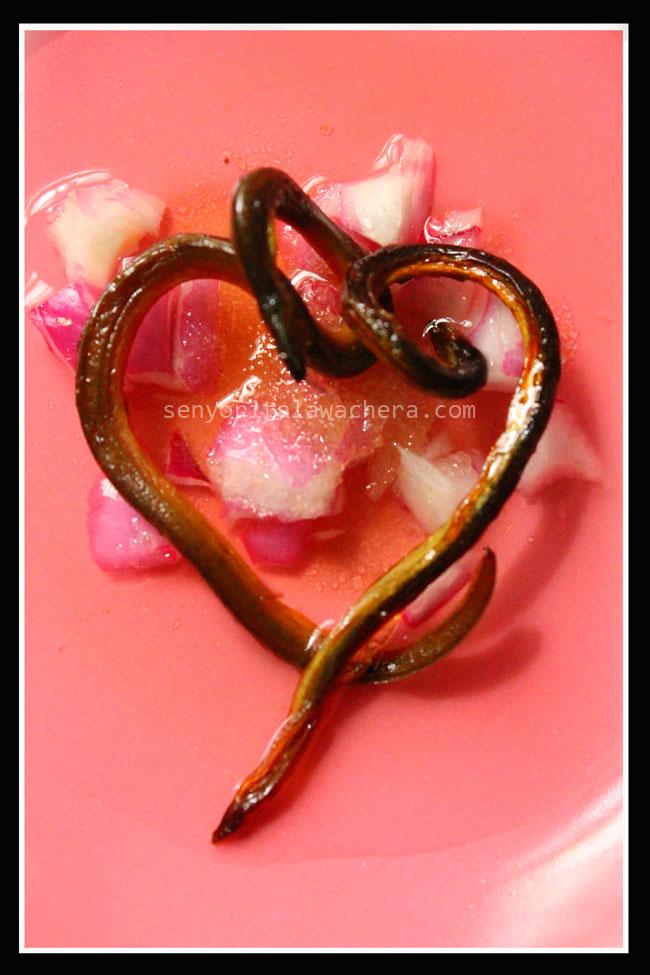 capiz, province, dried fish, dried eel, dried snake, aswang, tuyo, vinegar, onion, salt, pink plate, rice, heart, valentines, puso, love month, chef, sugar, sauce, breakfast, agahan, sawsawan, daing, ahas, isda, food presentation, photo, sibuyas, asin, asukal, suka, rare dish, filipino food, food