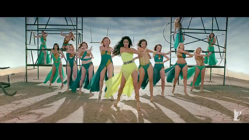 Katrina Kaif hot in green dress in dhoom macha le song, Katrina Kaif hot legs in high heels