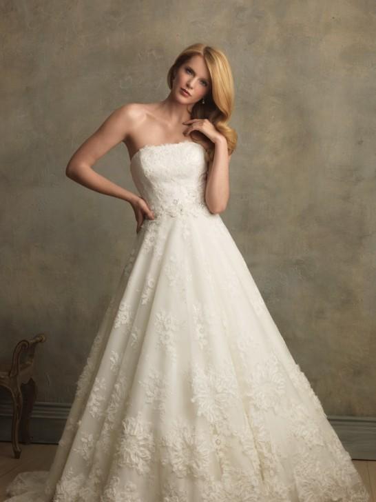Der Look der klassischer Braut mit Schleier und Schleppe