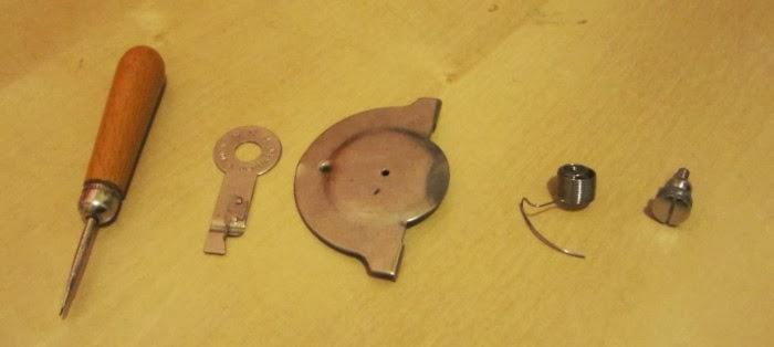 Identification d'accessoires pour des machines à coudre anciennes Acc6