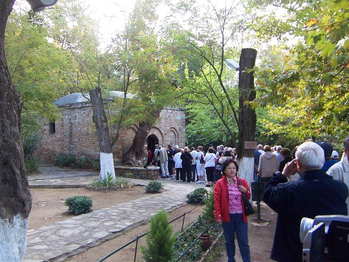 Here is the source from which the water is considered curative. Located near the wall where everyone can make a wish, fixing nodule of any matter on the specially installed gratings. According to legend, the home took the Assumption of Our Lady, who had spent the last few years there life on earth.