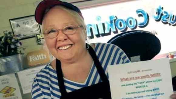Gambar foto Wanita terkaya dan sukses pemilik restoran Just Cookin-Amerika-USA
