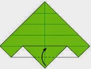 Bước 7: Gấp lớp giấy trên cùng lên trên.