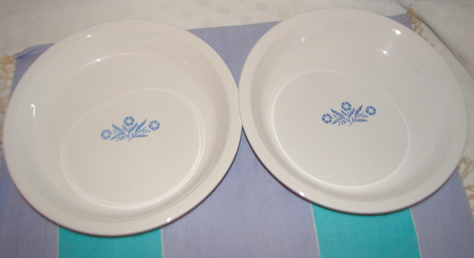 Okay... maybe I am seeing a pattern develop. I keep finding myself with new Cornflower stuff making its way home with me. This time it was pie plates riding ... & Farm Girl Pink....: ~ Corningware Blue Cornflower.... Pie plates...