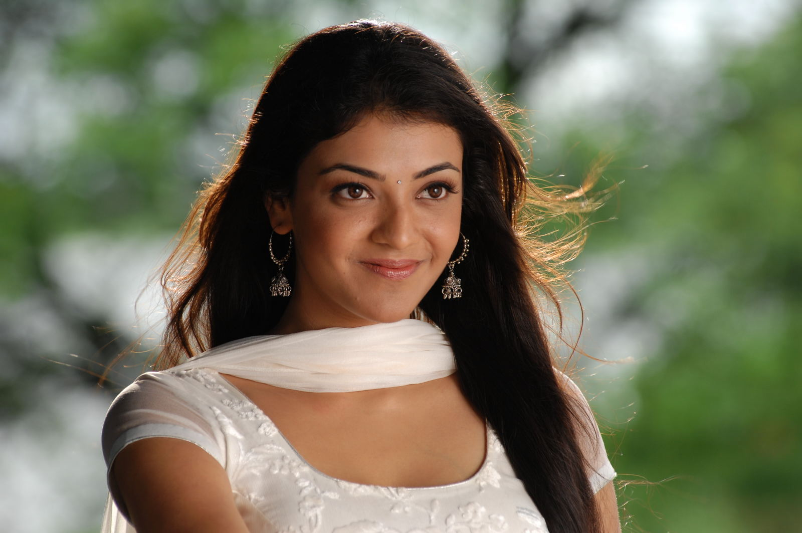 Kajal Agarwal Beautiful: Kajal New Beautiful Latest HQ Photoshoot In White Salwar