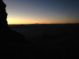 Erstes Tageslicht am Horizont