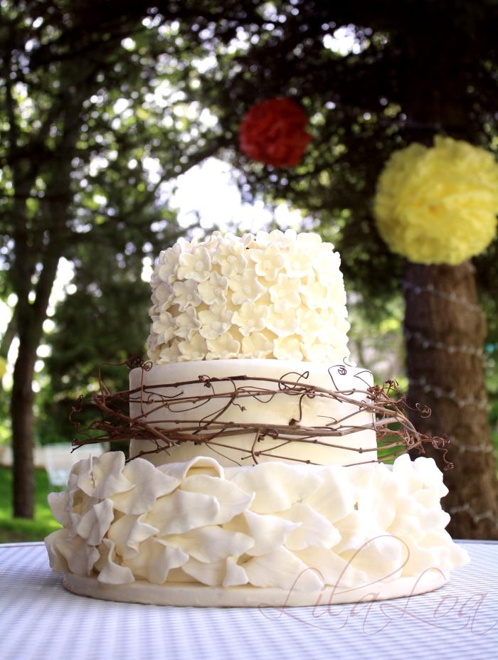 Garden wedding cake lilaloa garden wedding cake for Garden wedding cake designs