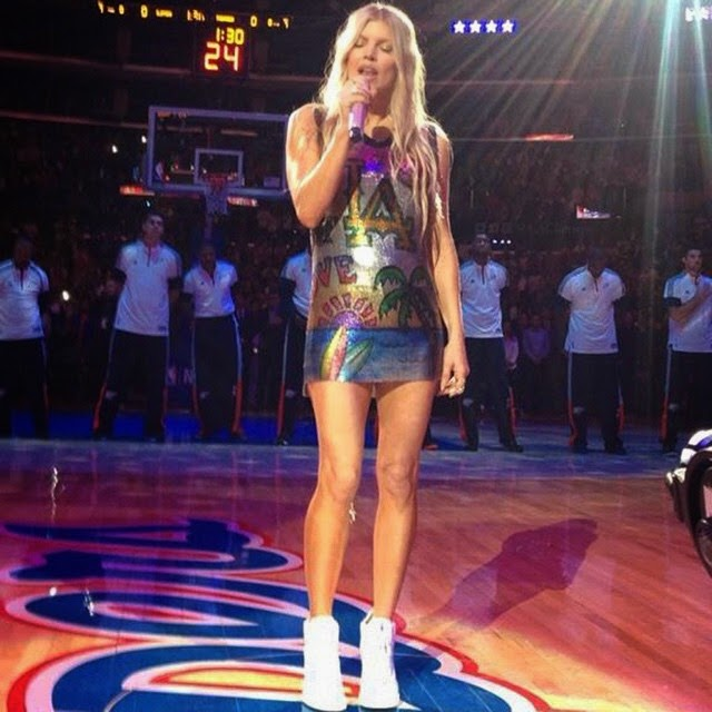 Headlined by Fergie, the NBA game between LA Clippers versus the Oklahoma city Thunder have been dramatically. The star's going to be part of halftime show at Los Angeles, USA on Thursday, October 30, 2014 and the 39-year-old showed off her toned tummy in an impressing short dress that displayed her long amazing legs.