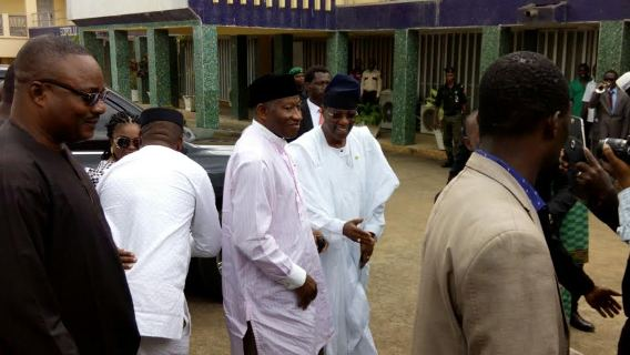 Goodluck Jonathan and Patience on condolence visit to Awolowo residence.