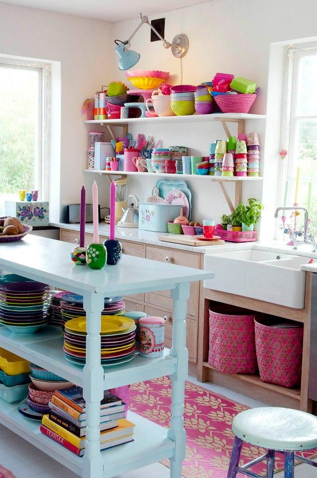 http://2.bp.blogspot.com/-y1J76VvWUrs/UdGpjOb02WI/AAAAAAAAL9k/zFA0pXkFVnE/s960/cozinha+colorida+arquitrecos+via+prenons+le+temps.jpg