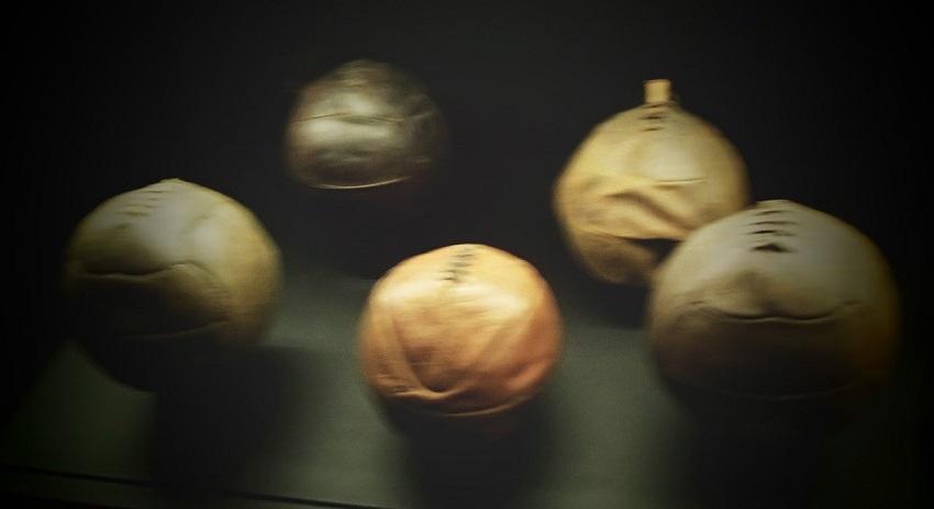 Piłki w muzeum Realu Madryt - fot. Tomasz Janus / sportnaukowo.pl