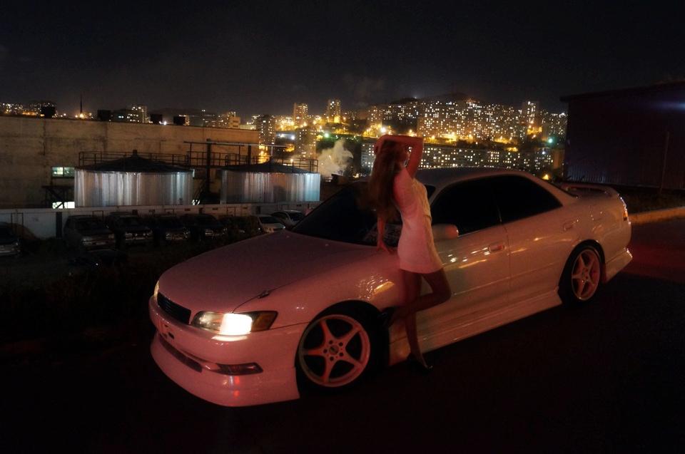 Toyota Mark II X100, nocna fotografia, japoński sedan, napęd na tył