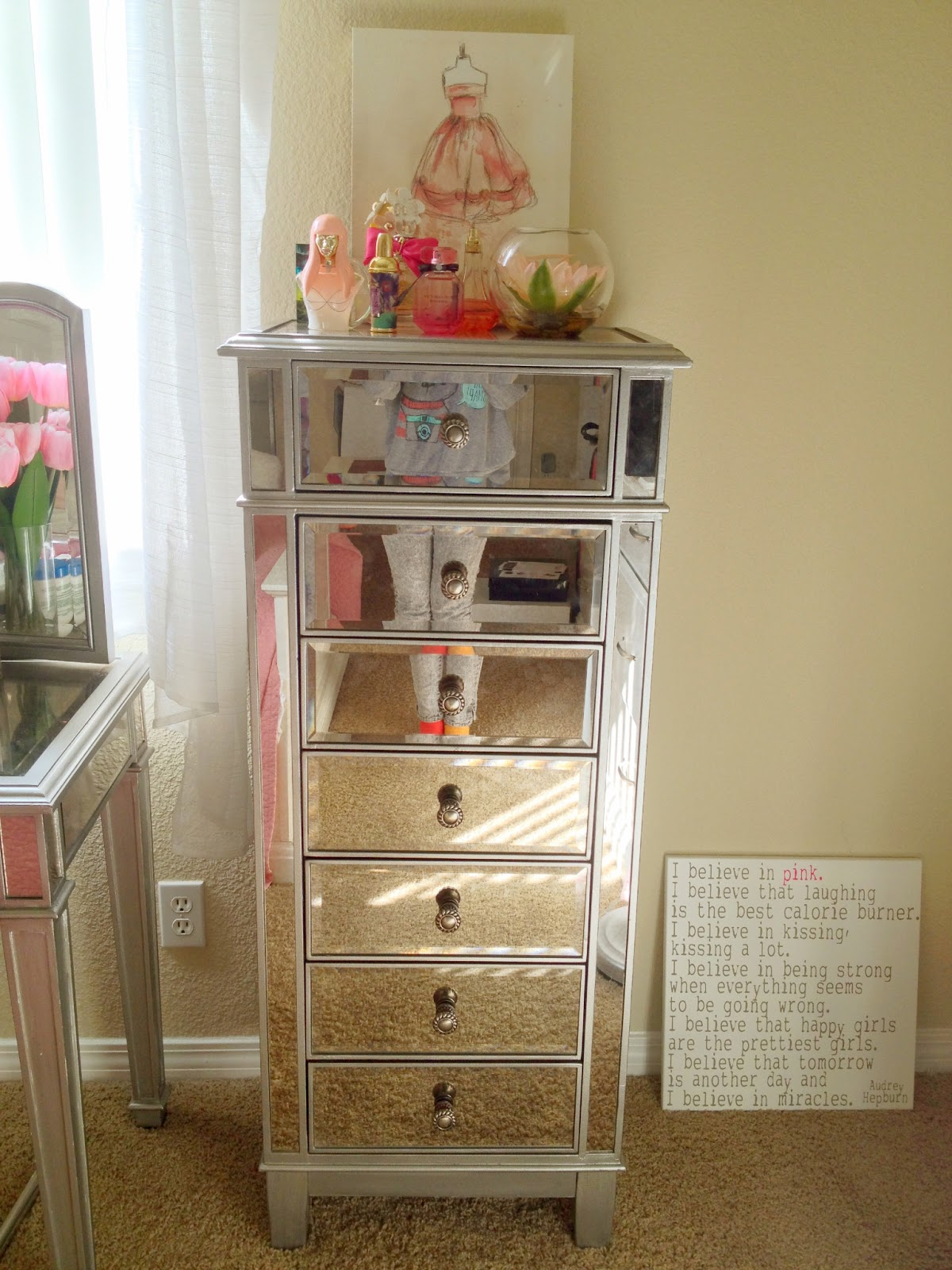 Thatsheart makeup collection storage for Armoire salon design