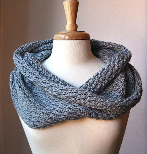Knitting Snood Pattern : ette studios: DIY: Cowl Knitting Pattern Roundup