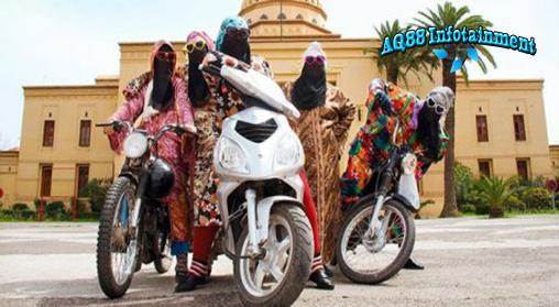 Geng motor tak selalu identik dengan aksi premanisme di jalanan dan gaya berkendara yang ugal-ugalan. Salah satu geng motor yang memiliki citra positif adalah Kesh Angels, sebuah geng motor beranggotakan wanita berhijab asal Maroko.