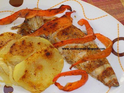 Cocinar y salir caballa al horno con patatas y pimientos for Cocinar pez espada al horno