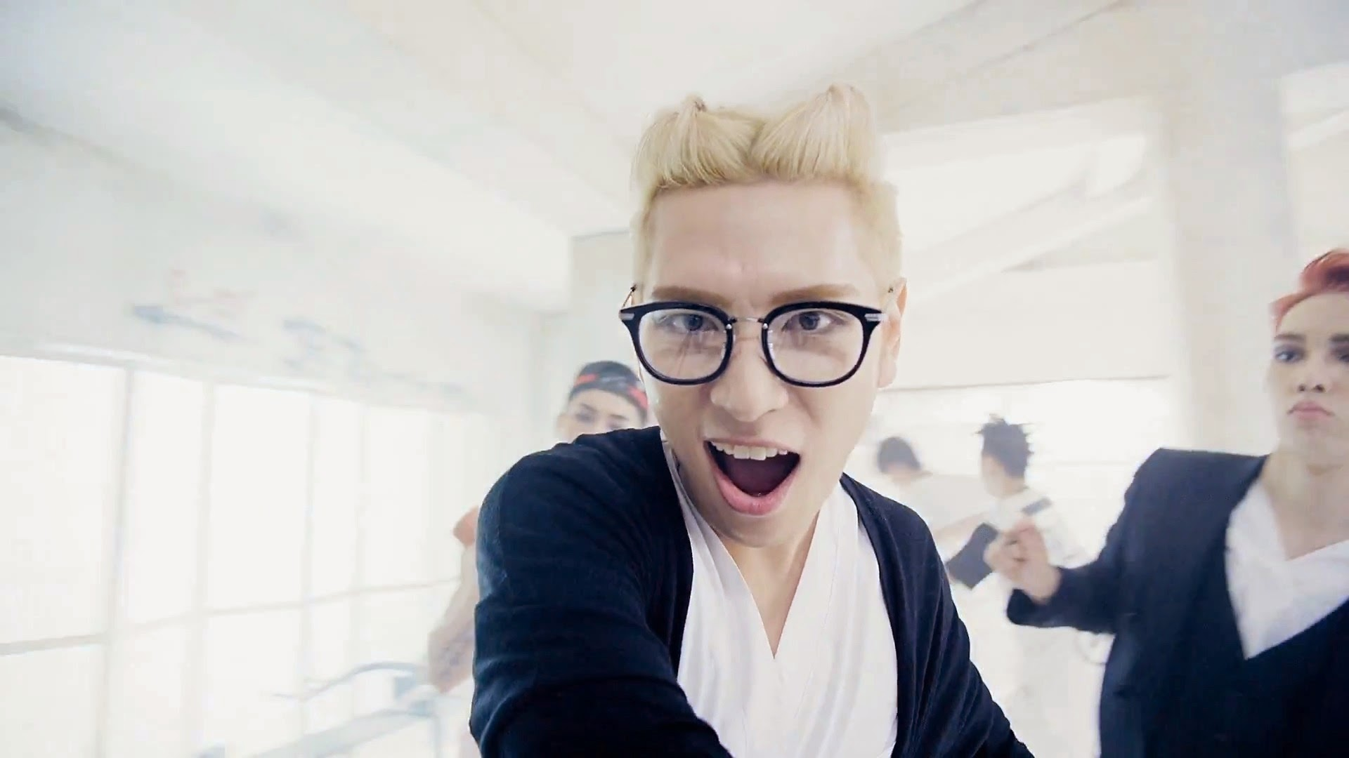 Cross Gene's Seyoung from Play With Me MV