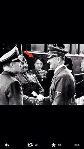 Pequeño Nicolas con Franco y Adolf Hitler