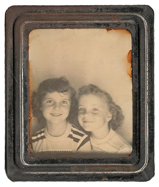 Young sisters #1950s #sisters #photo #vintage