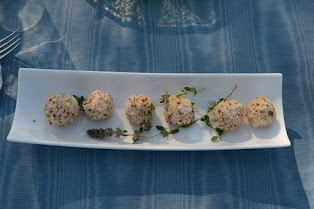 red currant cheese balls