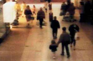 foto CCTV penculikan James Bulger