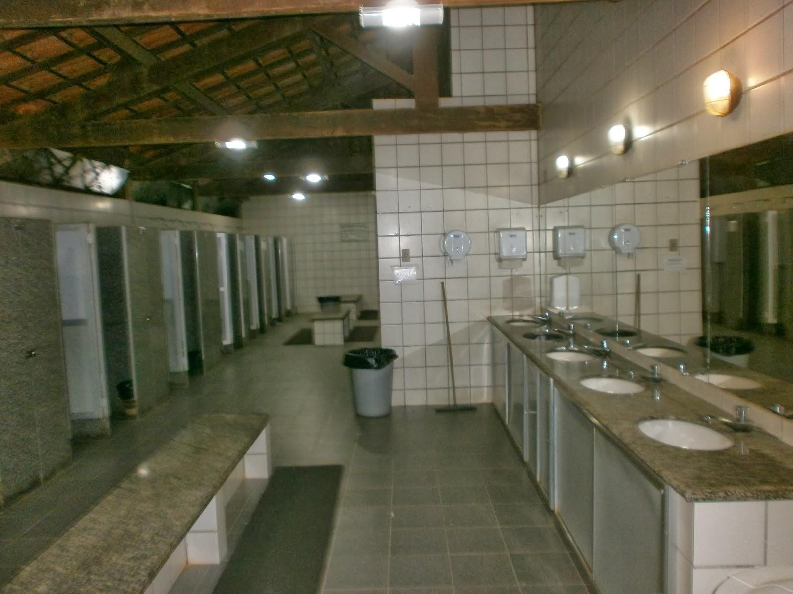 Viajando de Barraca Camping ACM Véu da Noiva  Fotos do Local -> Banheiro Feminino Outback