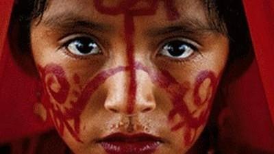 Une fille de la tribu colombienne Wayuu est maman à l' âge de 10 ans