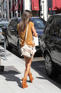 Alessandra Ambrosio approaching her car