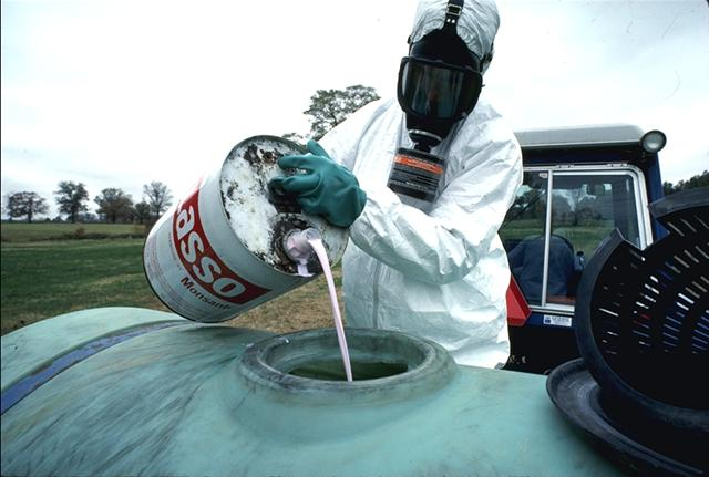 http://2.bp.blogspot.com/-y3jNa0uNSIg/TdmyuXtlREI/AAAAAAAACco/xQK9Gl36k3c/s1600/pesticides.jpg