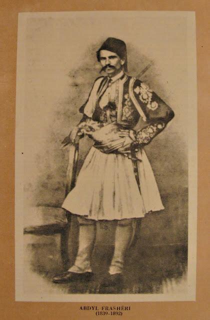 I fratelli Frashëri : il poeta , il filosofo e il patrioata nell 'Albania dell'800
