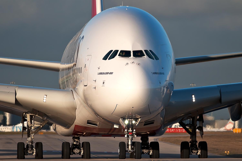 http://2.bp.blogspot.com/-y3w68LQinwc/T_wzMasykBI/AAAAAAAAKmE/aZyja-czjA0/s1600/airbus_a380-800_emirates_taxiing.jpg