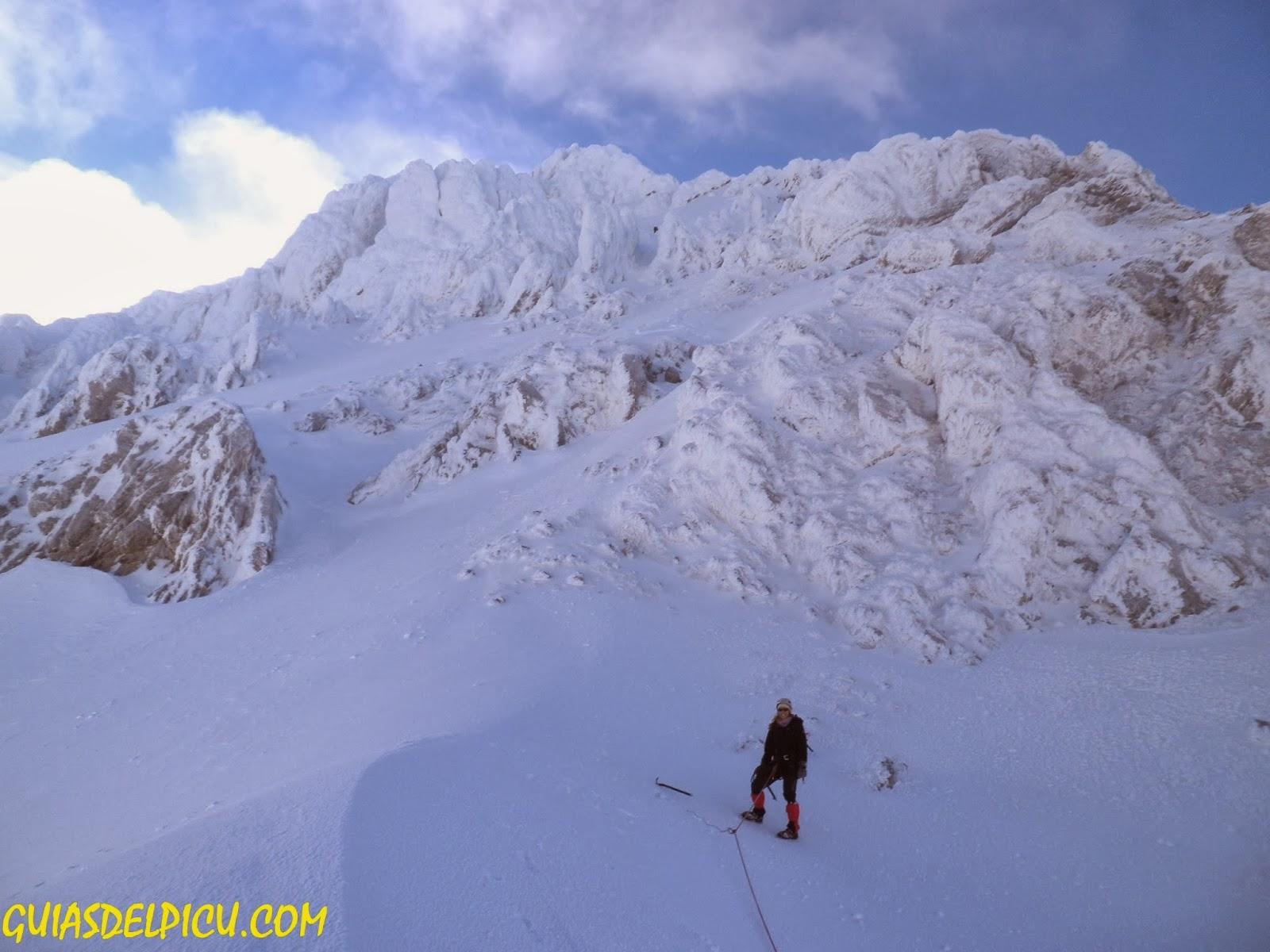 Guias de alta montaña , escaladas en el macizo de Ubiña,  guiasdelpicu.com , Fernando Calvo Guia de montaña