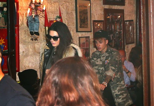 Justin Bieber and Kendall Jenner caught Date