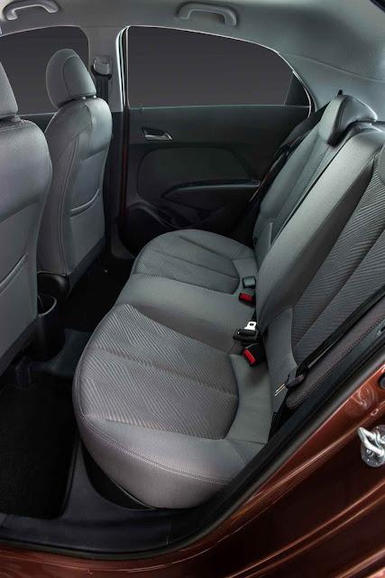 Novo Hyundai HB20 X 2014 - banco traseiro
