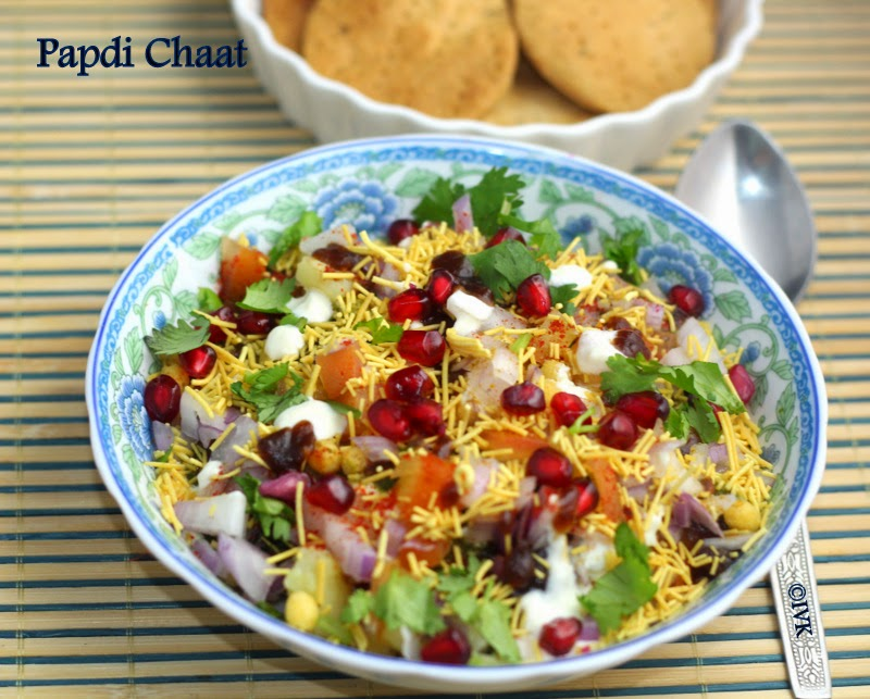 Indianvegkitchen papdi chaat with baked papdi indian street papdi chaat is a popular north indian street food and as the name goes it has lot of papdis tossed in a blend of chutneys curd and spices forumfinder Images