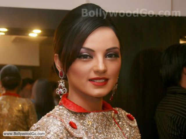Sadia Khan - Email address, photos, phone numbers to Sadia Khan