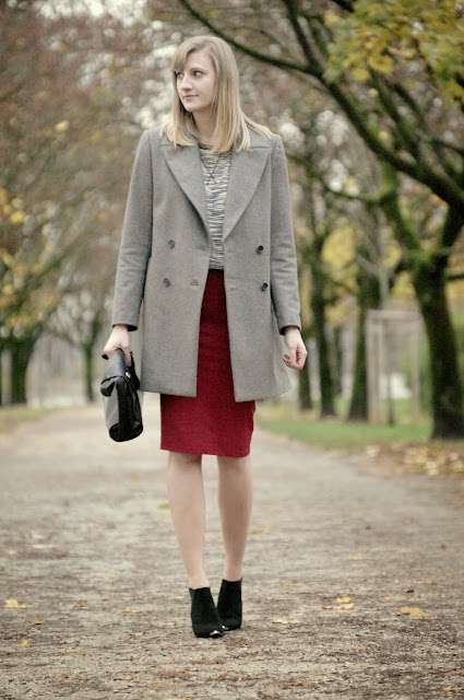 zara oversized grey coat aw 2013 2014, asos pointy boots armour, red midi skirt zara, H&M grey white sweater, fashion blogger, style blogger, after christmas elegance outfit, trendy, ootd