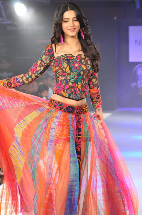 shruthi han rwalk at hifw 2011 latest photos