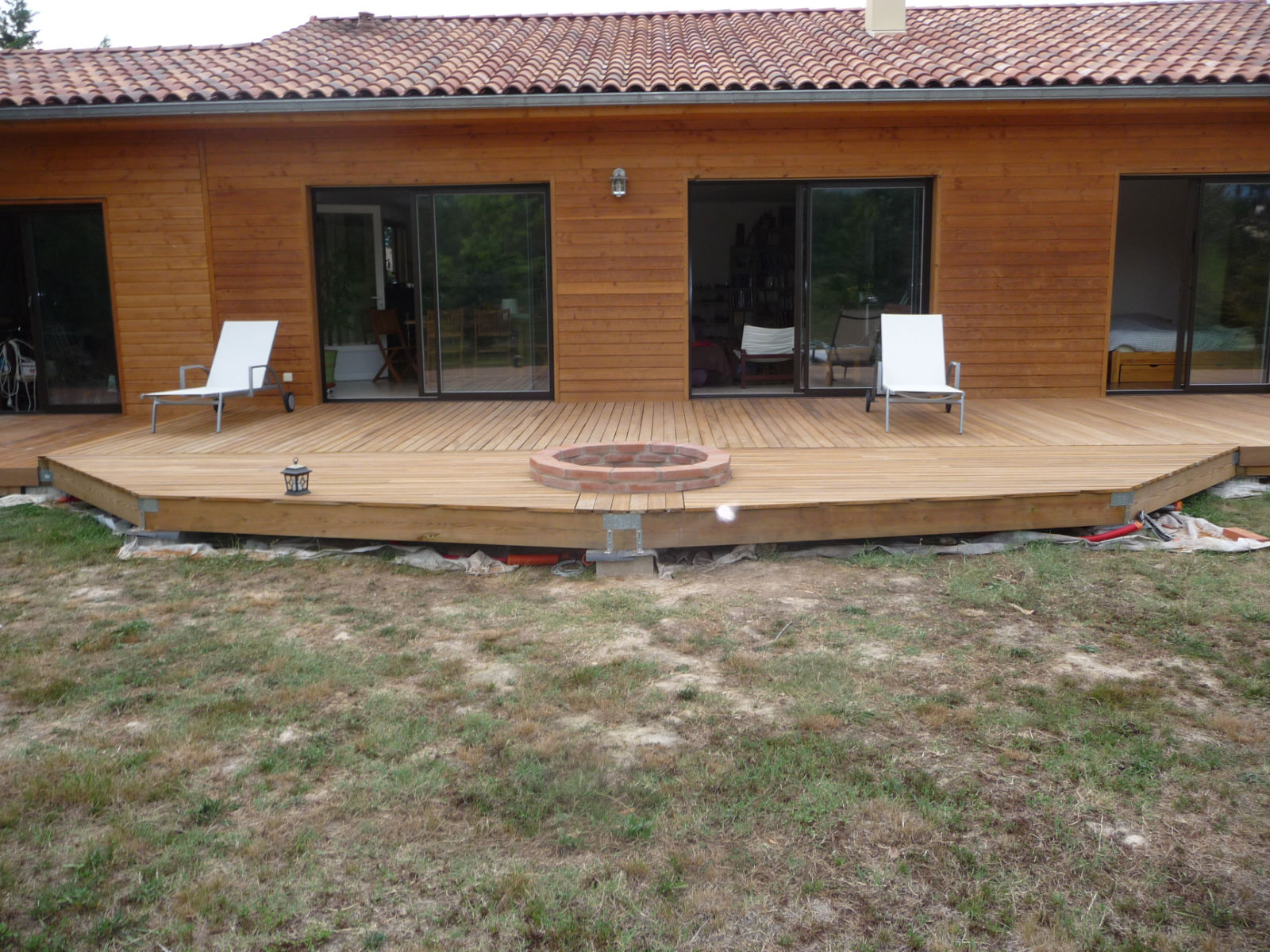 Construction d 39 une terrasse en bois for Pose dalle terrasse bois