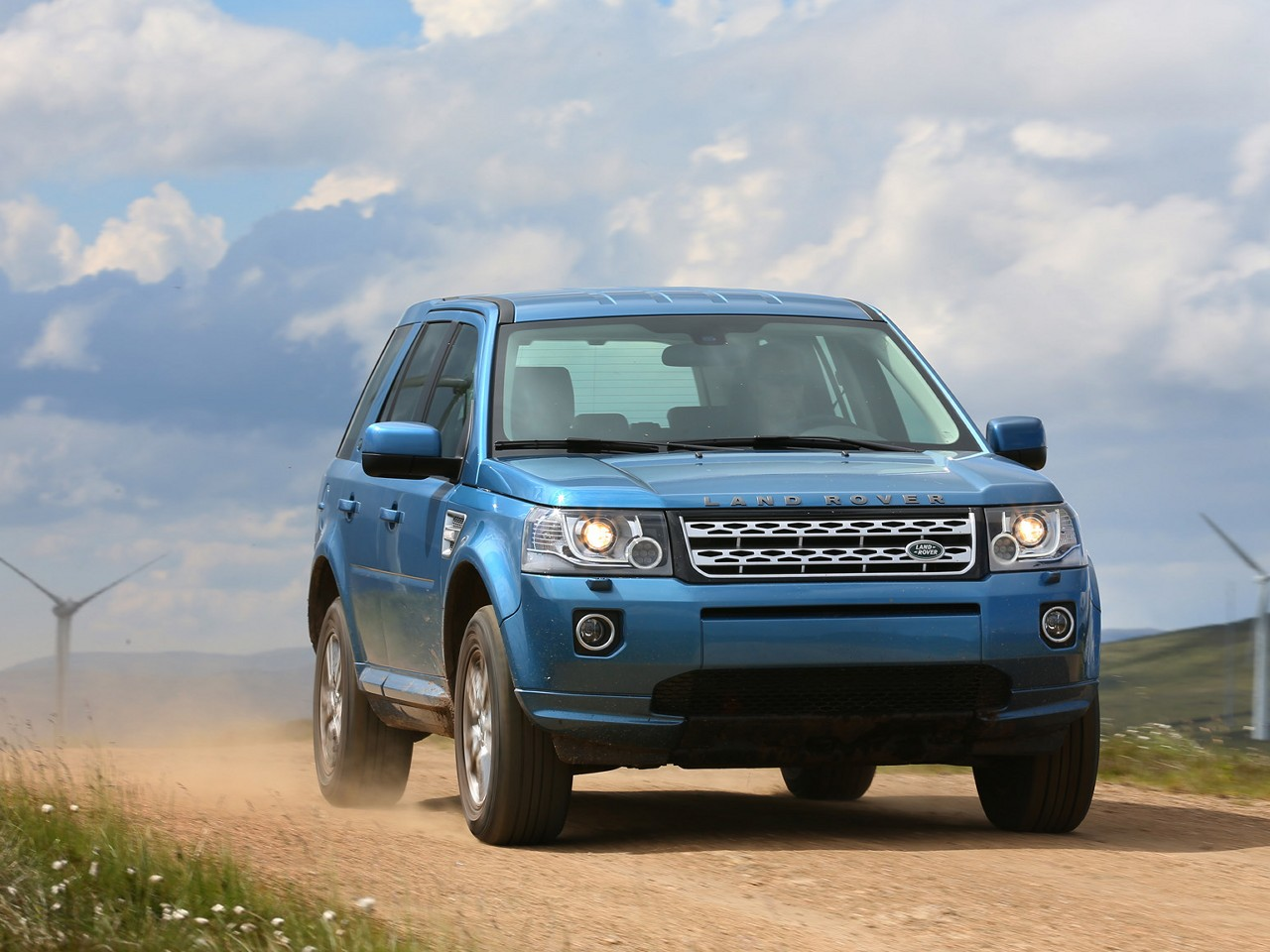 2013 land rover freelander 2 pictures specifications wallpapers interiors and exteriors. Black Bedroom Furniture Sets. Home Design Ideas