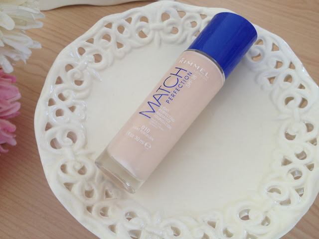 UK lifestyle blogger UK beauty blogger review swatch rimmel match perfection foundation