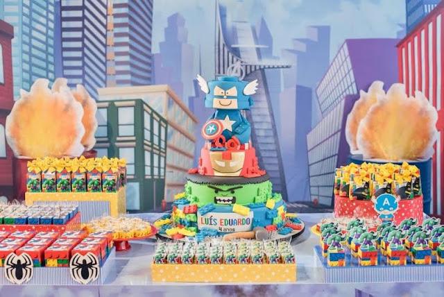 Super-heróis em Lego fazem sucesso na decoração infantil