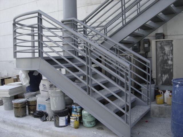 Maquinados y paileria mapaza for Fotos de escaleras de herreria
