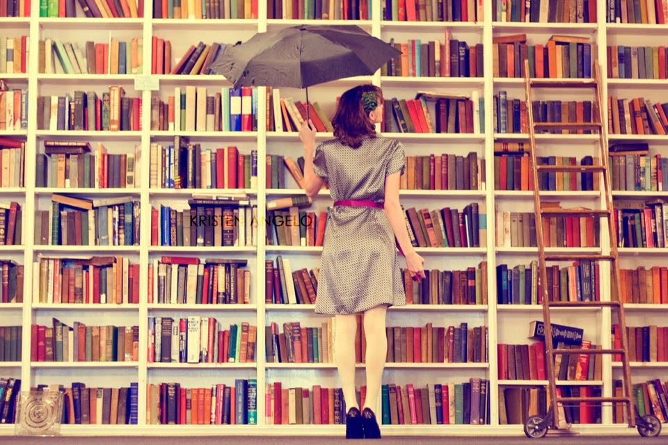 9 THINGS THAT MAKE BOOK LOVERS SMILE