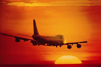 Avion surcando el cielo