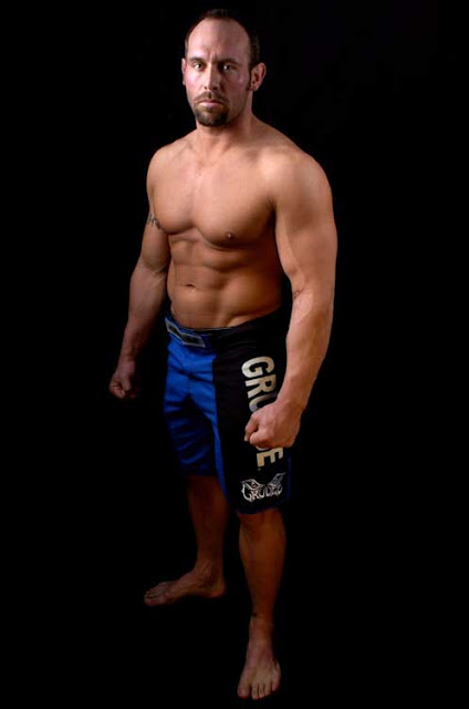 ufc mma heavyweight fighter the engineer shane carwin picture image