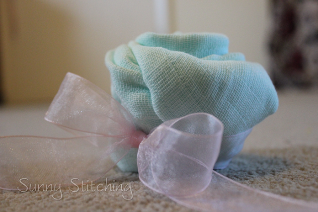 make a muslin cloth rose