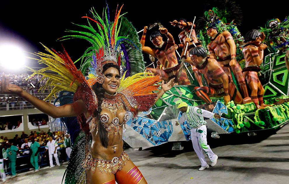 Разделись до гола на карнавал