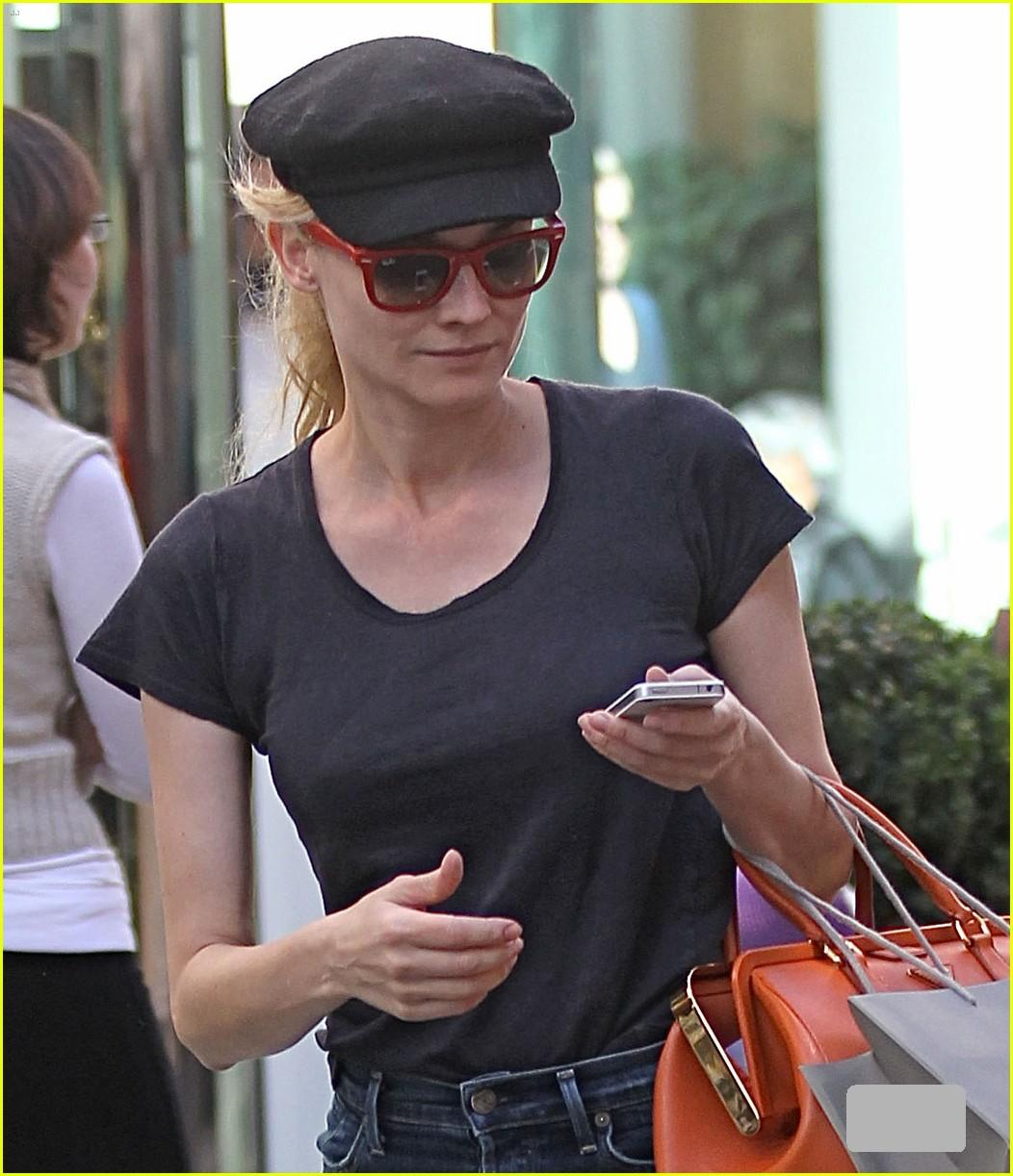 http://2.bp.blogspot.com/-y8FZKX7Cy94/UKK3IHvW__I/AAAAAAAABaM/Me2UMfEtPxk/s1600/diane-kruger-holiday-shopping-at-the-grove-04-02.jpg