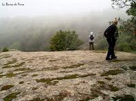 Damunt la gran roca de la Barra de Ferro